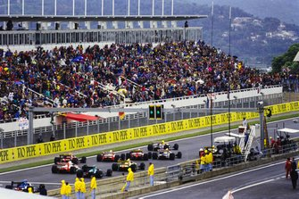 Nigel Mansell, Williams FW14B Renault, leads Riccardo Patrese, Williams FW14B Renault, Jean Alesi, Ferrari F92A, Ayrton Senna, McLaren MP4-7A Honda, Michael Schumacher, Benetton B192 Ford, Ivan Capelli, Ferrari F92A, Gerhard Berger, McLaren MP4-7A Honda, and Karl Wendlinger, March CG911 Ilmor, at the start