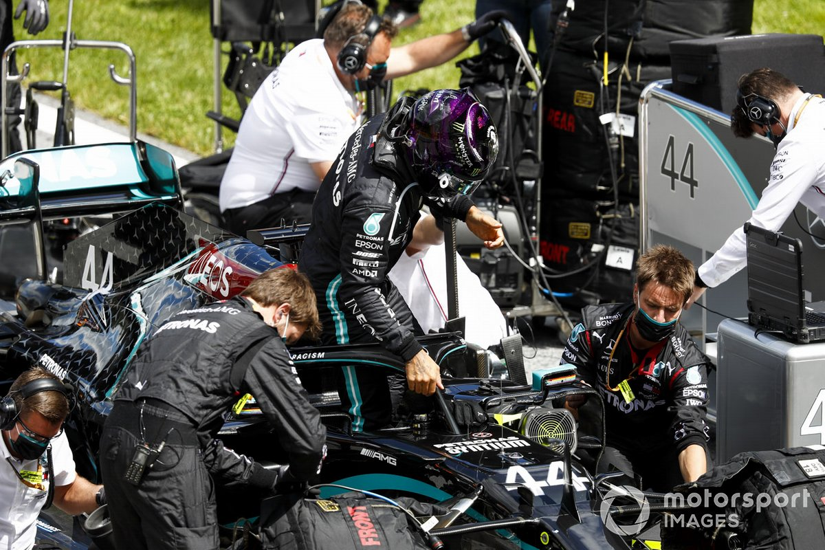 Lewis Hamilton, Mercedes F1 W11 EQ Performance, arrives on the grid