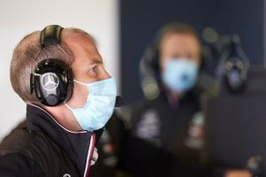 Сотрудник команды Mercedes AMG
