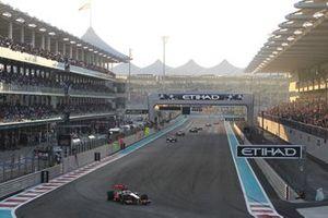 Льюис Хэмилтон, McLaren MP4/26 лидирует в гонке