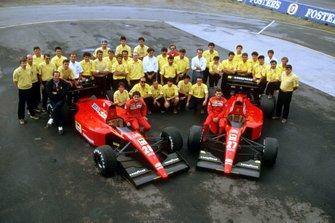 Jean Alesi y Gianni Morbidelli, Ferrari 643 con el equipo