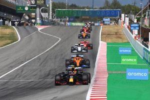 Alex Albon, Red Bull Racing RB16, leads Carlos Sainz Jr., McLaren MCL35, and Pierre Gasly, AlphaTauri AT01