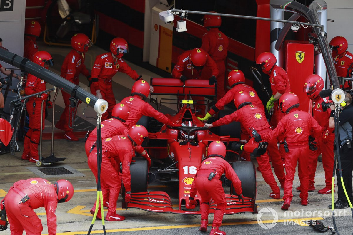 Charles Leclerc, Ferrari SF1000, torna in garage