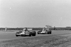 Tim Schenken, Brabham BT33 Ford, Denny Hulme, McLaren M19A Ford