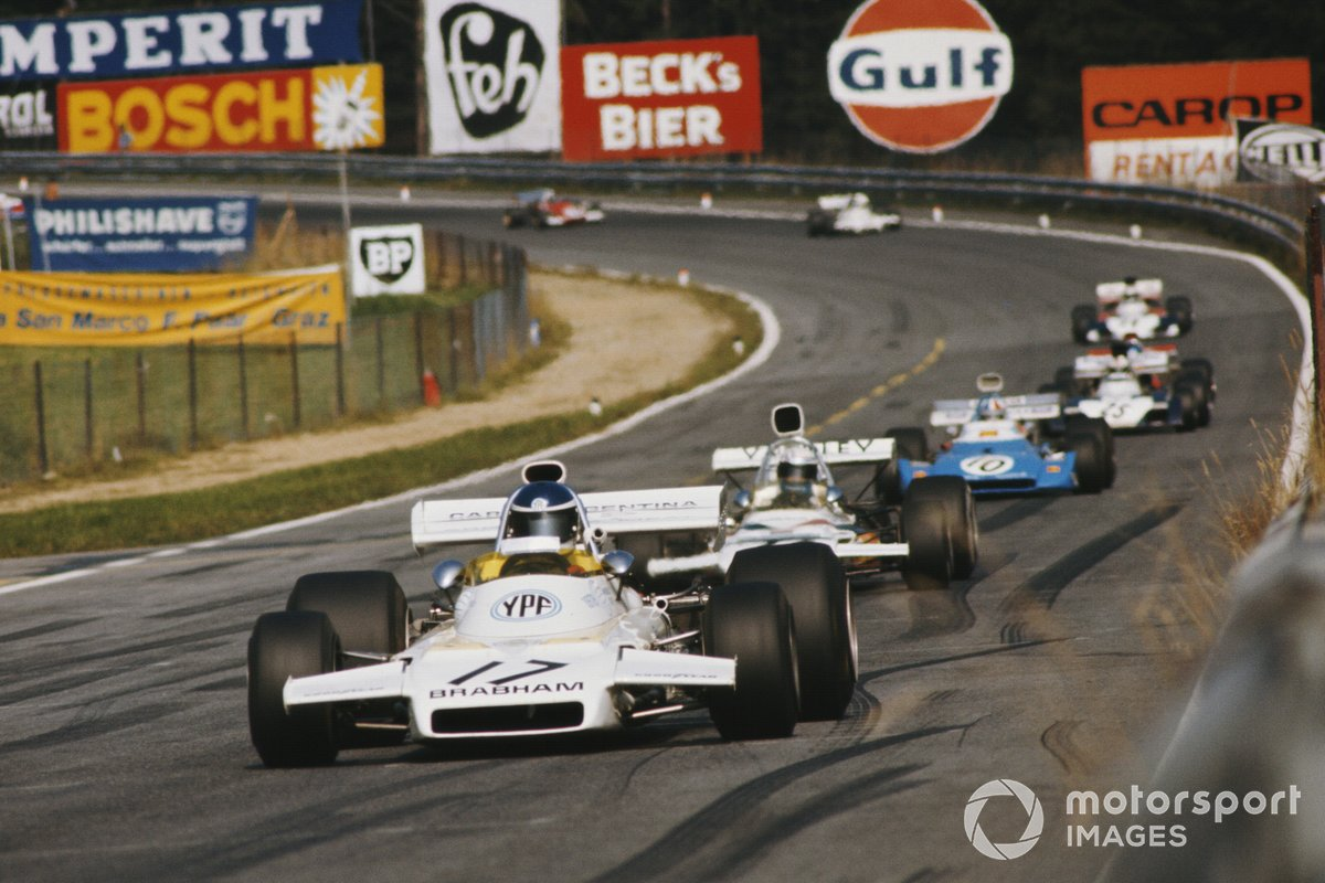 Carlos Reutemann, Brabham BT37 Ford, precede Peter Revson, McLaren M19C Ford