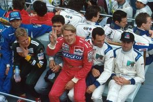Mika Hakkinen struggles to find a seat for the drivers parade