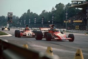 Ronnie Peterson, March 721G-Ford, leads Niki Lauda, March 721G-Ford