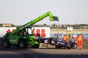 Marshals recover the car of Robin Frijns, Envision Virgin Racing, Audi e-tron FE06, after a crash
