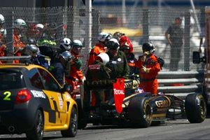 Marshals and Paramedics attend to Vitaly Petrov, Lotus Renault GP R31