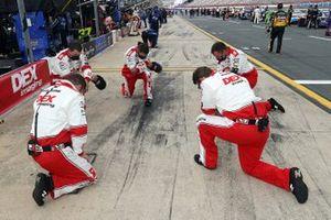 Crew of Ryan Blaney, Team Penske, Ford Mustang