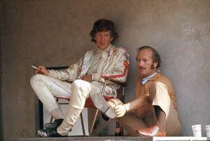 Jochen Rindt y Colin Chapman en los pits