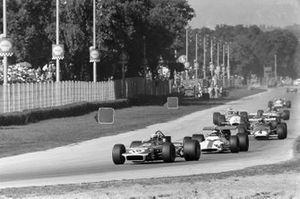 Jackie Stewart, March 701 Ford, Jackie Oliver, BRM P153 y Clay Regazzoni, Ferrari 312B