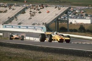 Gus Hutchison, Brabham BT26 Ford, Peter Gethin, McLaren M14A Ford
