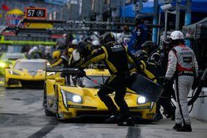 #85 JDC-Miller Motorsports Cadillac DPi, DPi: Chris Miller, Tristan Vautier pit stop