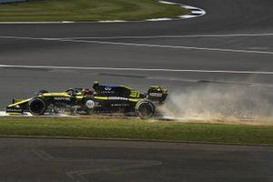 Esteban Ocon, Renault F1 Team R.S.20, kicks up dust and sparks