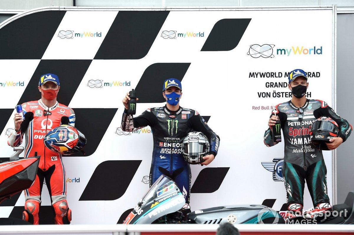 Segundo Jack Miller, Pramac Racing, ganador de la pole Maverick Viñales, Yamaha Factory Racing y tercero Fabio Quartararo, Petronas Yamaha SRT