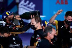 Jean-Eric Vergne, DS Techeetah celebrates with his team