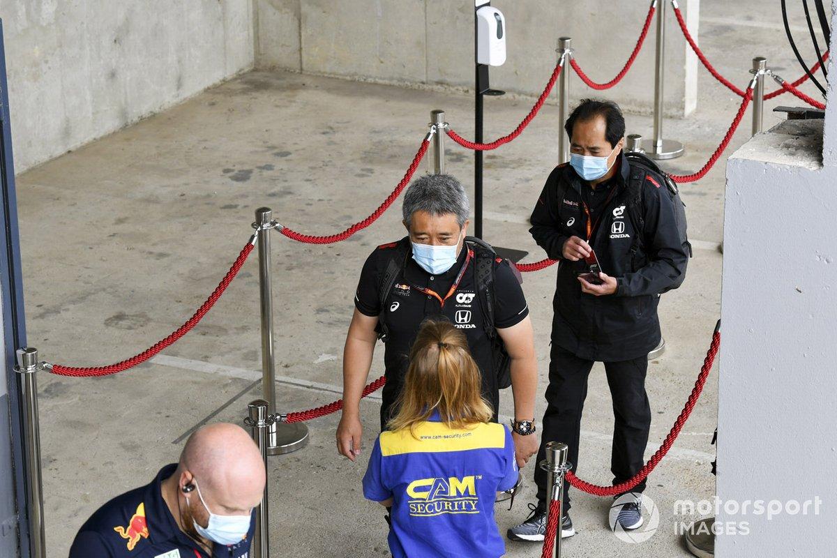Masashi Yamamoto, General Manager, Honda Motorsport and Toyoharu Tanabe, F1 Technical Director, Honda arrive