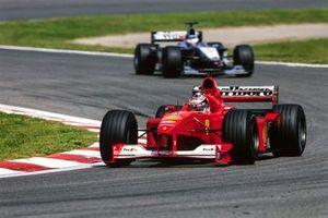 Michael Schumacher, Ferrari F1-2000, leads Mika Häkkinen, McLaren MP4-15 Mercedes