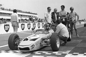 Stuart Turner of Ford, John Surtees, Ken Tyrrell e il promoter della Formula Ford Nick Brittain, GP di Francia del 1971