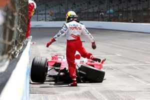 Ralf Schumacher, kicks his Toyota TF105