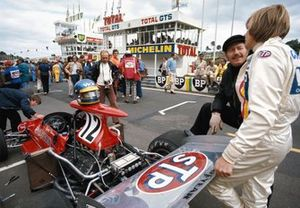 Ronnie Peterson chats with Colin Chapman on the grid behind his March 721G Ford