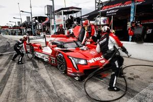 #31 Whelen Engineering Racing Cadillac DPi, DPi: Pipo Derani, Gabby Chaves, pit stop