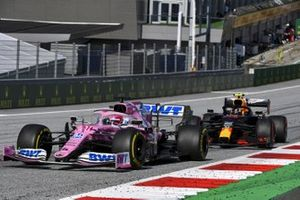Sergio Perez, Racing Point RP20, precede Alex Albon, Red Bull Racing RB16