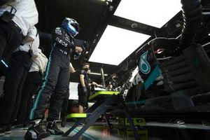 Valtteri Bottas, Mercedes-AMG Petronas F1, in the garage
