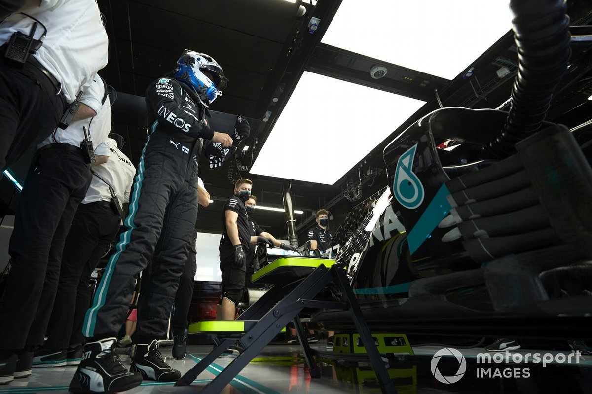 Valtteri Bottas, Mercedes-AMG Petronas F1, in garage