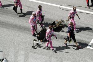 Механики Racing Point на стартовой решетке Гран При Штирии