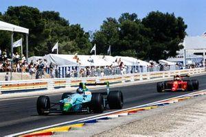 Ivan Capelli, Leyton House CG901 Judd, por delante de Alain Prost, Ferrari 641/2
