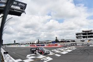 Race winner Brandon Jones, Kyle Busch Motorsports, Toyota Tundra DuPont Air Filtration