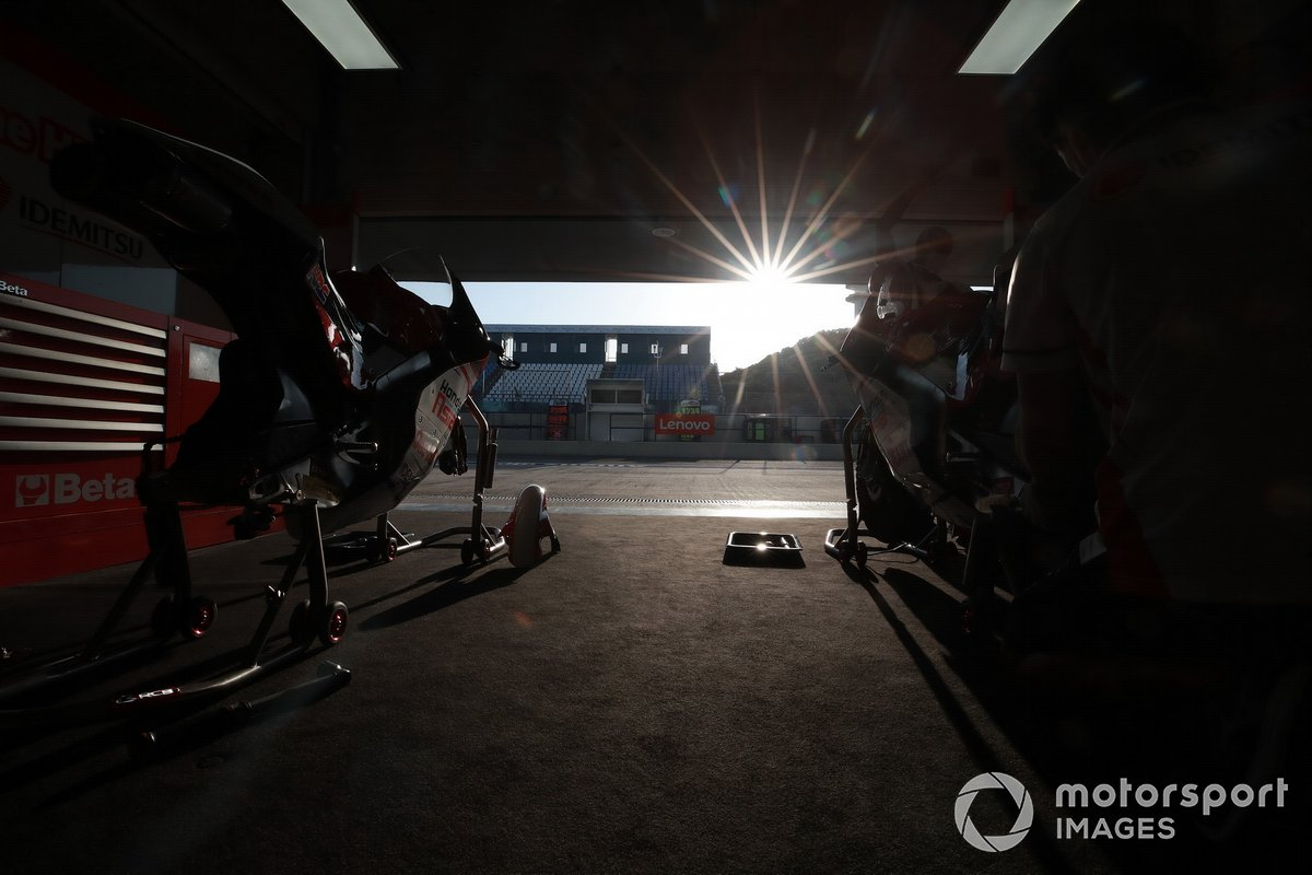 Honda Asia garage