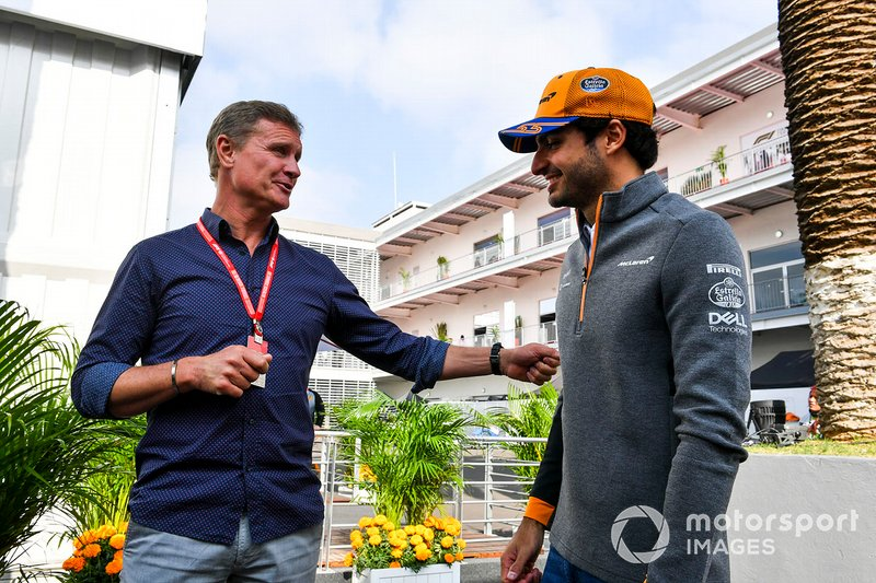 Carlos Sainz Jr., McLaren con David Coulthard
