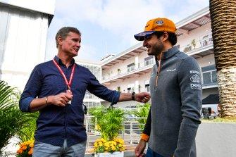 Carlos Sainz Jr., McLaren avec David Coulthard