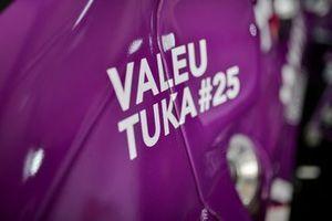 Carro da Prati-Donaduzzi com mensagem sobre Tuka Rocha