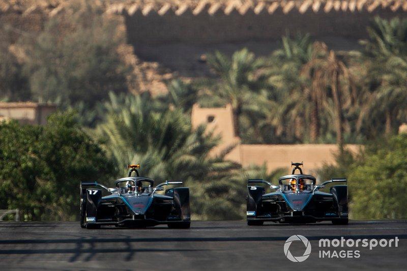 Nyck De Vries, Mercedes Benz EQ, EQ Silver Arrow 01 a fianco di Stoffel Vandoorne, Mercedes Benz EQ, EQ Silver Arrow 01