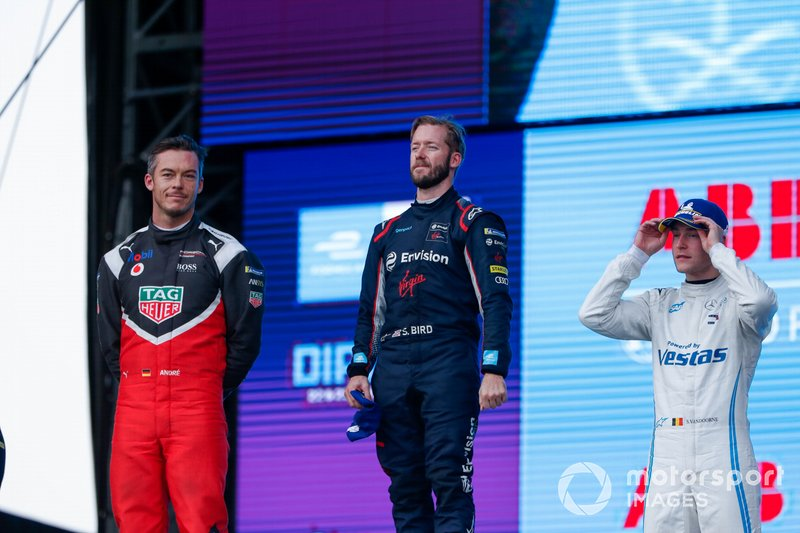 Race winner Sam Bird, Virgin Racing celebrates on the podium with Andre Lotterer, Porsche, 2nd position, Stoffel Vandoorne, Mercedes Benz EQ, 3rd position