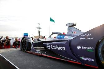 Racewinnaar Sam Bird, Virgin Racing, Audi e-tron FE06 op het podium