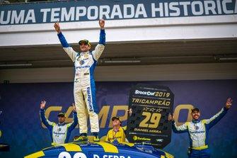 Daniel Serra comemora tricampeonato da Stock Car
