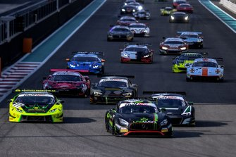 Acción al inicio #48 HTP Motorsport Mercedes AMG GT3: Maximilian Goetz, Dominik Baumann, Al Zubair Al Faisal