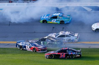 William Byron, Hendrick Motorsports, Chevrolet Camaro Liberty University and Kurt Busch, Chip Ganassi Racing, Chevrolet Camaro Monster Energy crash