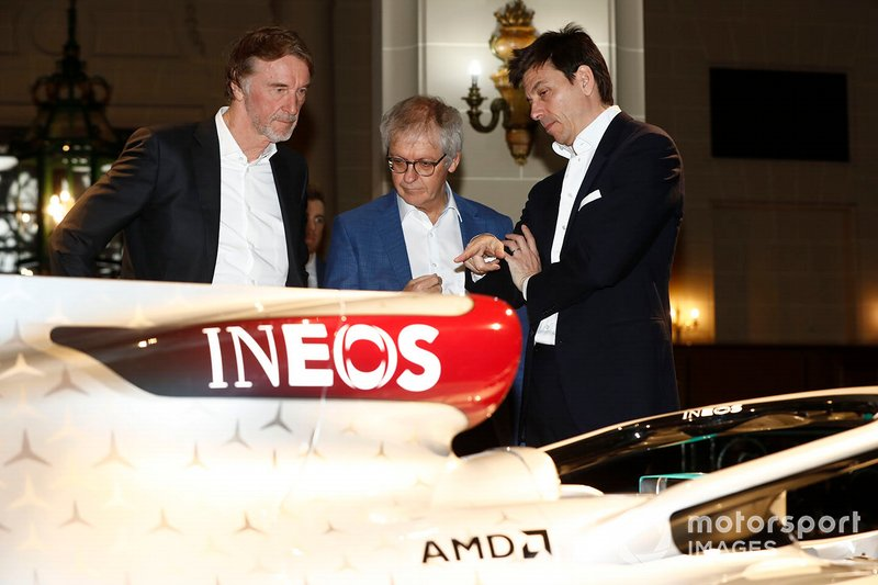 Sir Jim Ratcliffe presidente y director general del grupo químico Ineos y Toto Wolff, Director Ejecutivo (Negocios), Mercedes AMG