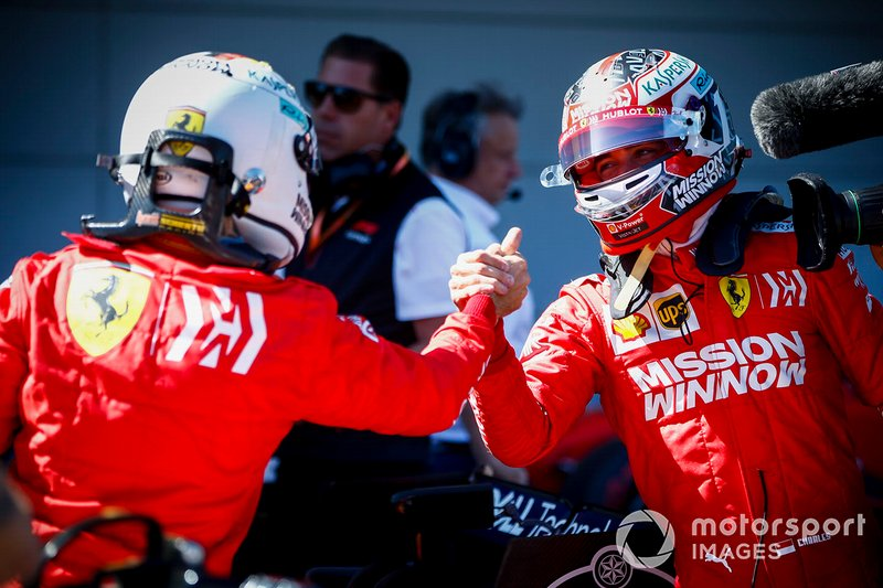 Il poleman Sebastian Vettel, Ferrari e Charles Leclerc, Ferrari, festeggiano nel parco chiuso