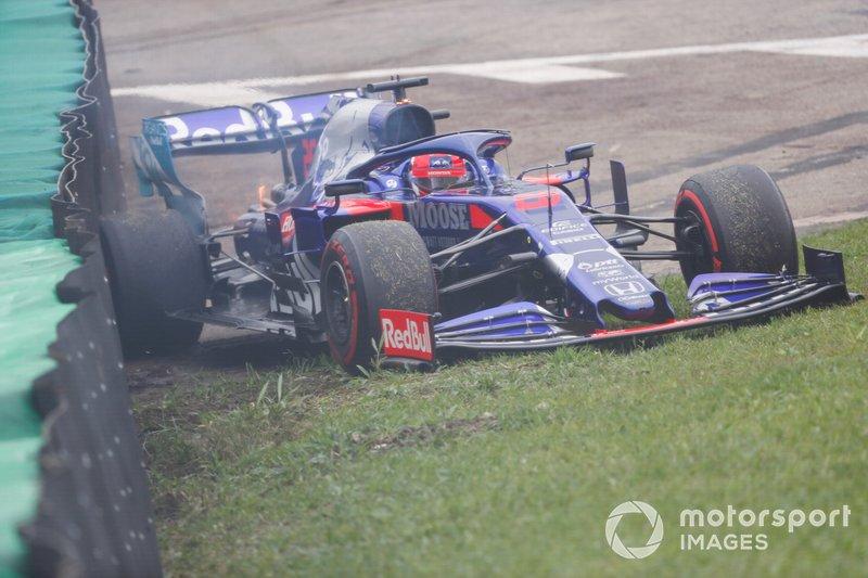 Daniil Kvyat, Toro Rosso STR14 crashing