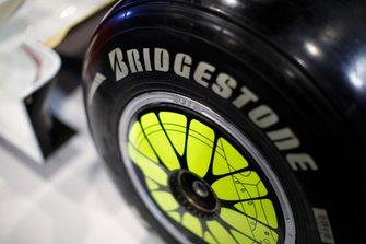 Detalle de la rueda del Brawn BGP001 de Jenson Button