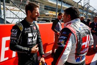Romain Grosjean, Haas F1 Team Team, y la leyenda de NASCAR Tony Stewart