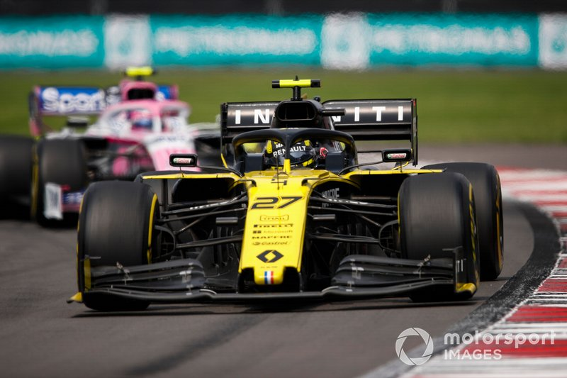 Nico Hulkenberg, Renault F1 Team R.S. 19, precede Lance Stroll, Racing Point RP19
