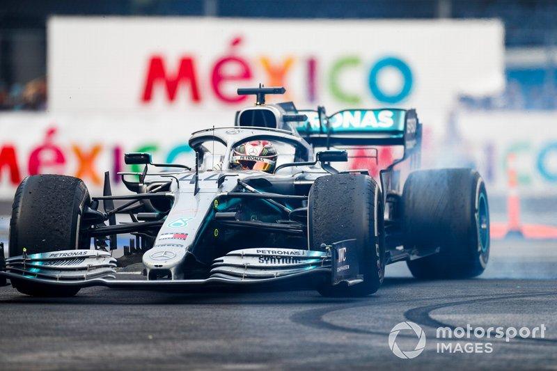 На Гран При Мексики британец перехватил у Нико Росберга рекорд по количеству проведенных за Mercedes Гран При Ф1: 137 против 136. Валттери Боттас по этому показателю обогнал Михаэля Шумахера: 59 Гран При против 58